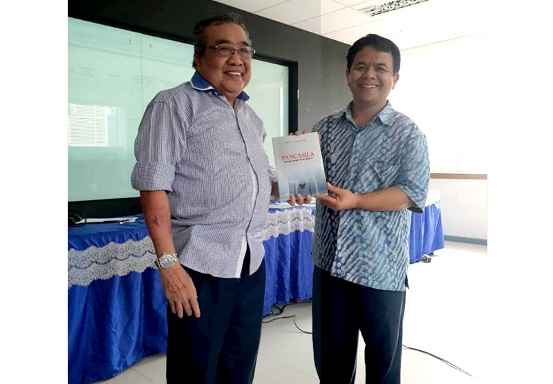 Peluncuran Buku Prof. Dr. H. Anwar Arifin